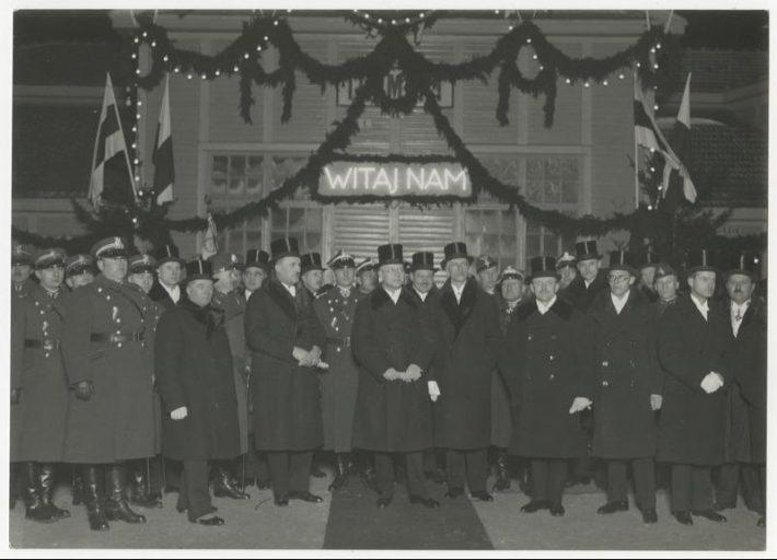 Eesti riigivanema Otto Strandmani visiit Poola veebruaris 1930, Eesti delegatsiooni vastuvõtt Leedu-Poola piiril Turmantase raudteejaamas. Foto: Rahvusarhiiv