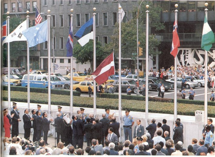 Liputseremoonia New Yorgis 17.09.1991. Foto: välisministeeriumi arhiiv
