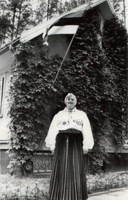 Eesti ajutine saatkonnahoone Vilniuses, 2. juuli 1992. Pildil on Leedu presidendile äsja volikirjad üle andnud Valvi Strikaitienė. Foto: Valvi Strikaitienė erakogu