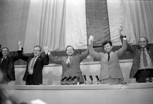 Leedu iseseisvuse taastamine Leedu ülemnõukogus pärast iseseisvuse väljakuulutamist 11.03.1990